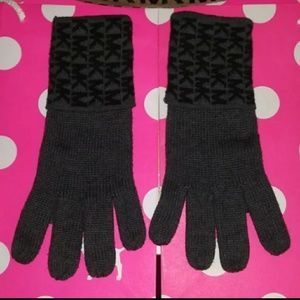 USED WOMENS MICHAEL KORS GLOVES